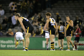 Dejected Richmond players after the big loss.