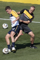 Darren Burgess, right, working with Socceroos' Harry Kewell during the 2010 World Cup.