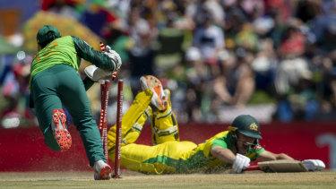 South Africa captain Quinton de Kock removes the bails to attempt a run out of Labuschagne.