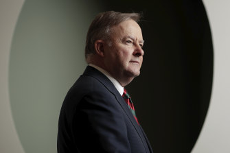 Labor leader Anthony Albanese wants the government to pledge to boost salaries for millions of workers.