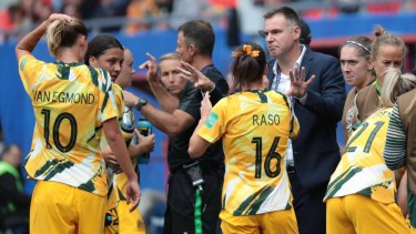 Matildas coach Ante Milicic talks to his players during the clash with Italy.