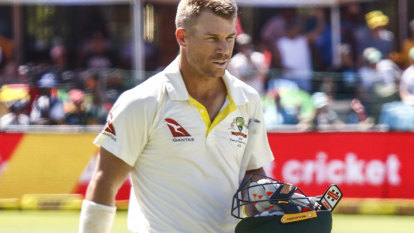 Warner resists lucrative tell-all offers but ready to front teammates