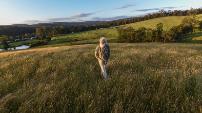 'The power of the earth': Bruce Pascoe on grass and fire