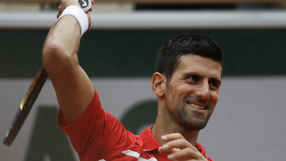 Djokovic barely breaks a sweat to advance to French Open third round