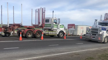 Trucks are inspected at the Victoria-South Australia border post.