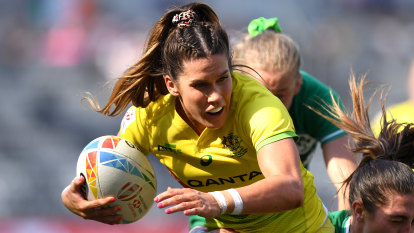 Australian sevens star Caslick commits to gold medal defence