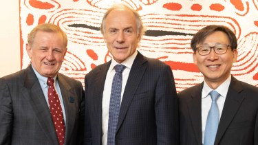 Simon Crean, the chairman of the Australia-Korea Business Council, with Australia's chief scientist, Alan Finkel, and the chairman of H2Korea, Jaedo Moon.