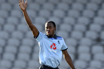 Jofra Archer celebrates the dismissal of David Warner in the second ODI.