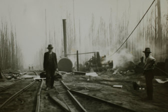 Workers leaving the Noojee area in Gippsland after the 1939 Black Friday  bushfires.