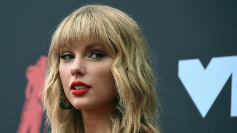 Taylor Swift to perform at Melbourne Cup