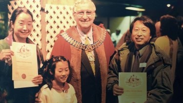 Jiawei Shen and his family become citizens in 1997.