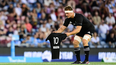 All Blacks captain Sam Cane presents Maradona jersey ahead of a clash with Argentina.