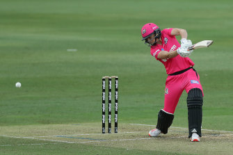 Ellyse Perry made an excellent return to cricket at North Sydney Oval on Monday.