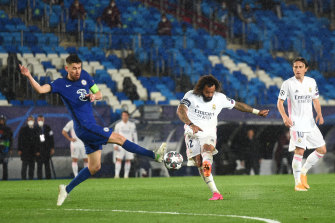 Marcelo tries to find the net while under pressure.