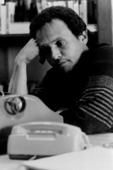 Billy Crystal as a tormented author in Throw Momma from the Train.