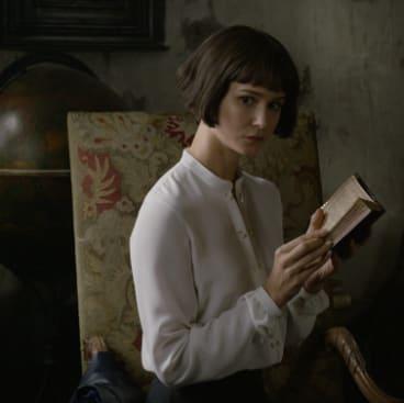 Katherine Waterston denies her role as Tina Goldstein.