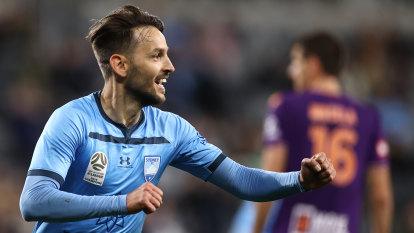 Sydney FC snap winless streak to set up sky blue decider