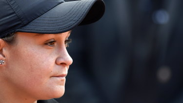 Weather has delayed Ashleigh Barty's match against Dona Vekic.