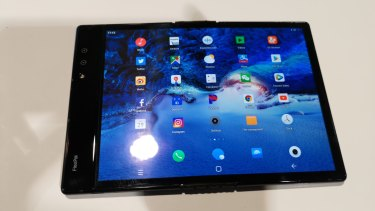 As a tablet the FlexPai is a decent size, but it isn't perfectly flat.