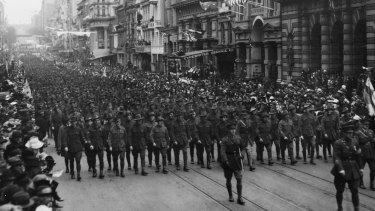 Soldiers march along Collins Street on Peace Day.