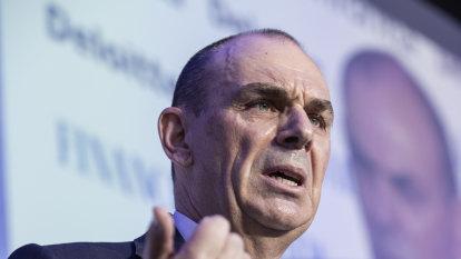 Key regulator backs bank logic on holding back rate cuts