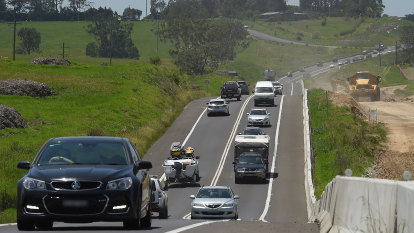 Police to scan number plates, defence roadblocks as Melbourne locks down