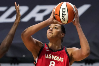 Liz Cambage in action for the Las Vegas Aces.