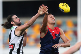 Braydon Preuss battles in the ruck with Collingwood's Brodie Grundy.