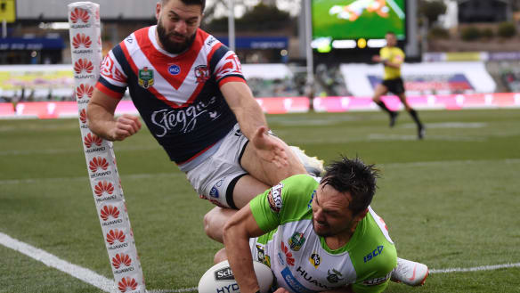 Canberra Raiders hold on to beat Sydney Roosters