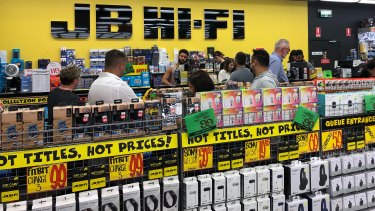 JB Hi-Fi won't be paying any rent on its expanded Melbourne store until close to Christmas.
