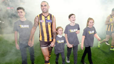 Shaun Burgoyne with his children Ky, Nixie, Percy and Leni before his 400th match.
