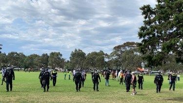 Police met anti-lockdown protesters in Elsternwick Park on Saturday