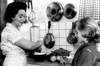 Margaret Fulton showing her daughter Suzanne some culinary skills in 1961.