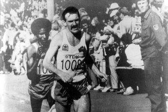 Robert de Castella on his way to winning the marathon at the world championships.