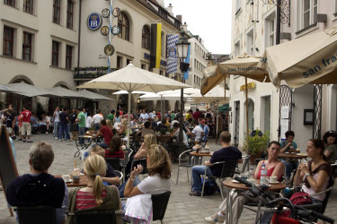 SHD Travel. Restaurants and shops on the streets of Munich old town. Photo: Kristjan Porm