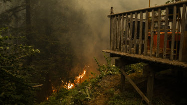 Fires approach homes in Santa Cruz.