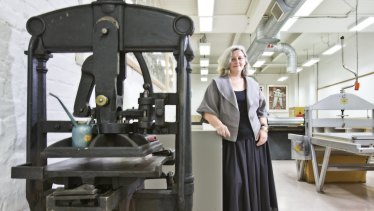 Anne Virgo at the Australian Print Workshop in 2010.