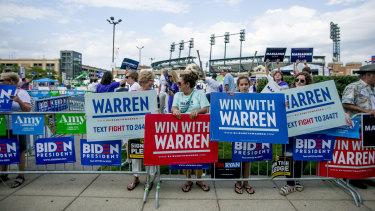 Elizabeth Warren supporters turn up for the debate in Detroit, Michigan.