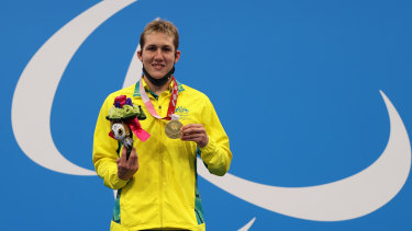 Will Martin on the podium with his gold medal after the S9 400m freestyle final.