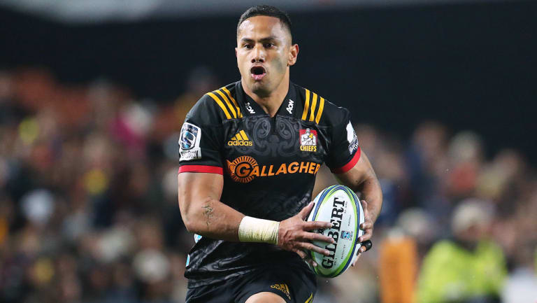 The Brumbies have signed Chiefs winger Toni Sulu.