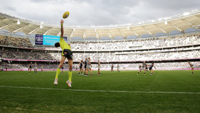 No crowds for Freo-Roos Perth clash, COVID tests for Eagles in Melbourne