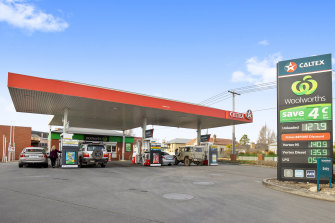 Canadian firm Couche-Tard faces a potential rival from the UK in its efforts to secure Caltex.