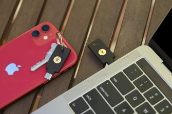 The Yubikey 5C NFC works with your phone and PC.