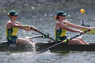 Jessica Morrison (left) and Annabelle McIntyre compete in the women's pairs.