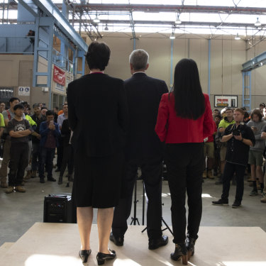 Bill Shorten, flanked by two Labor candidates, speaks to students and teachers at Holmesglen TAFE.