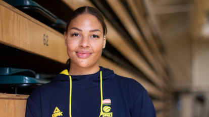 Liz Cambage signs with Southside Flyers, returns to WNBL