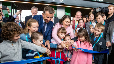 Premier Gladys Berejiklian and Transport Minister Andrew Constance cut the ribbon on Sydney's Metro Northwest line with the help of children.