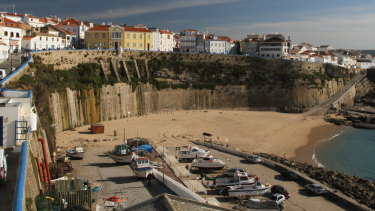 The pair died after falling from the cliff top at Pescadores Beach in Ericeira, Portugal.
