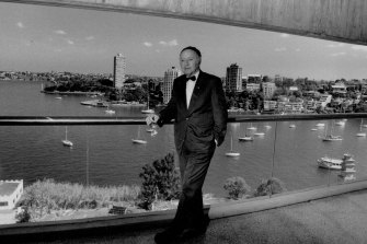Harry Seidler pictured in 1991 on the balcony of his Milsons Point office-penthouse with Blues Point  Tower at left in background.