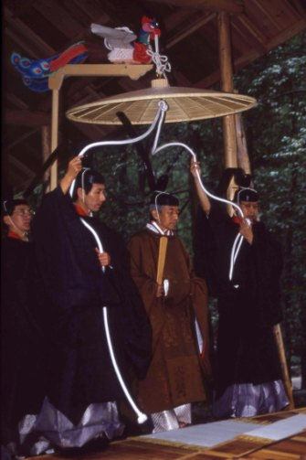 Akihito visits Ise Shrine in 1990 to report his enthronement to the gods.